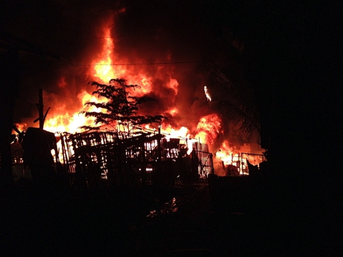 Feuer [Incendie Landfill].JPG